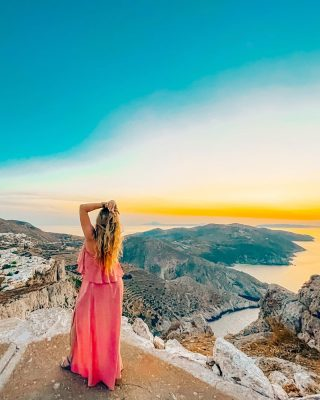 What's one of the coolest places you've seen a sunset? The tip of Folegandros was definitely in my top 10 a short ten minute hike to the top surprises you with 360 degree view of the island below. Follow for a blog post next week about Folegandros island!