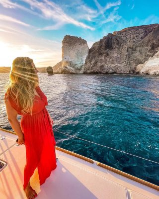 What's one of the best ways to explore Santorini? By boat! In my latest blog post, I recommend taking the sunset cruise from Oia to the southern end of the island. You'll stop at few swimming spots along the way to marvel at the rock formations rising up out of the ocean! Check out my most recent blog post for more tips and things to see in Santorini!