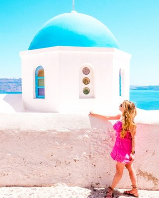 Did you know Santorini has more 600 temples on the island? The temples with an iconic blue domes definitely stand out most. However many are quite small, and it's believed there are more churches than residential houses on the island!  What do you think about this?  📷: @pgupta1  👗: @melissaodabash @nordstrom  👡: @madewell